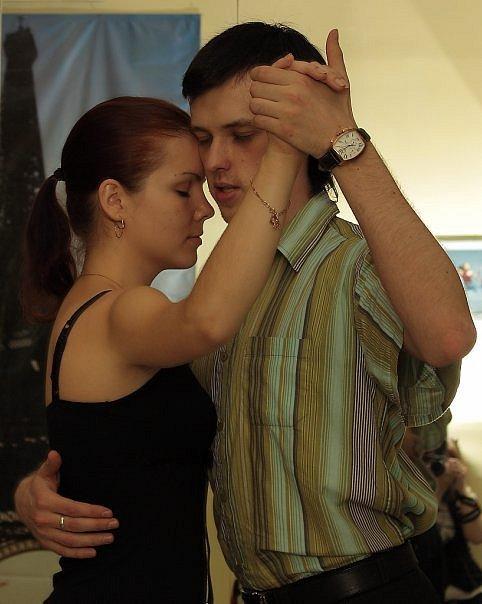 Школа танго Тангомафия, на фото - Дмитрий Тарханов и Анна Смеречук